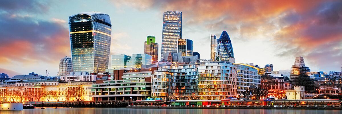 shutterstock_268734407 London skyline 07 15